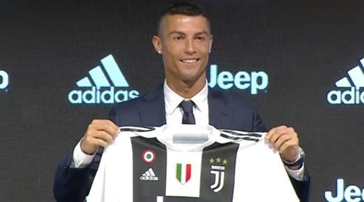 Cristiano Ronaldo arrivato alla Continassa: 200 tifosi in delirio